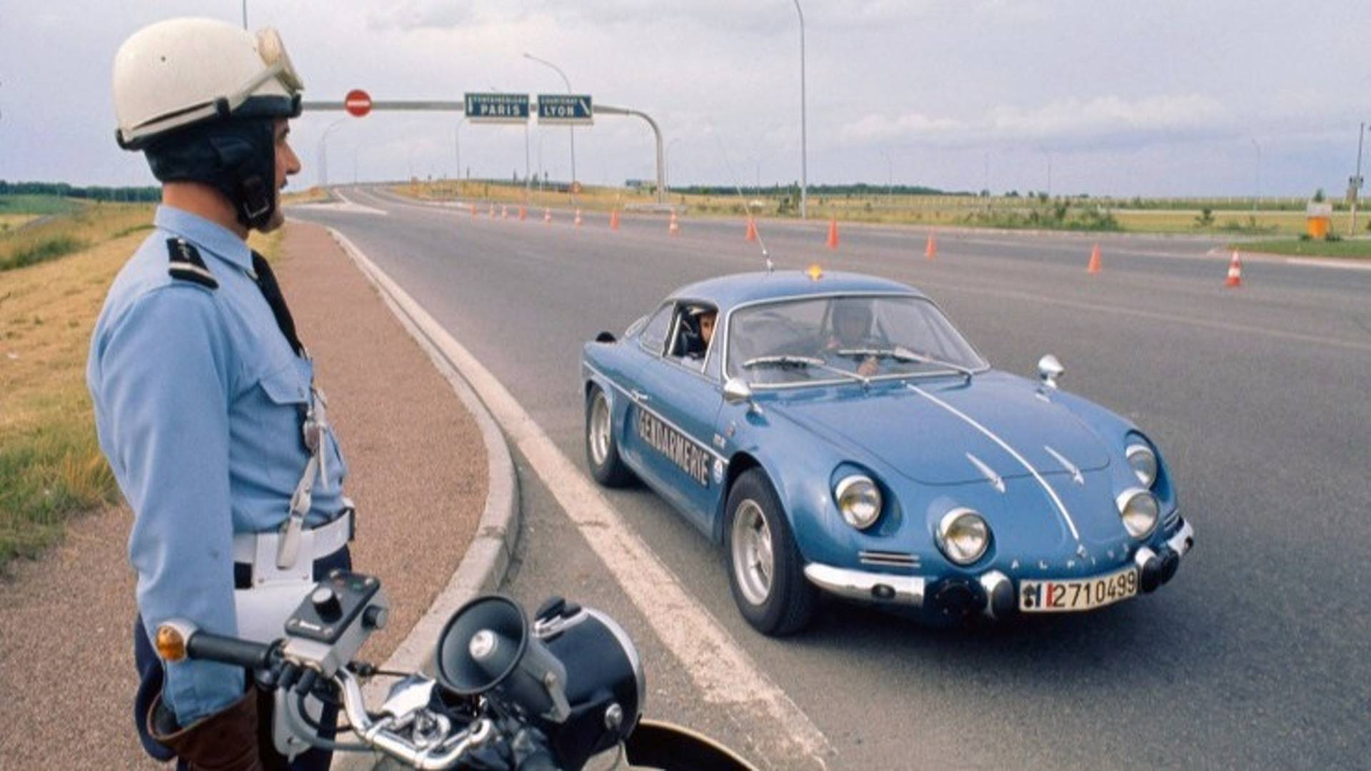 http://cdn.motor1.com/images/mgl/RXXog/s1/alpine-gendarmerie.jpg