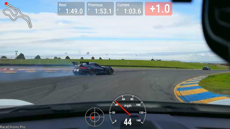 VIDÉO - Cette Viper ACR colle sur place deux Porsche 911 !