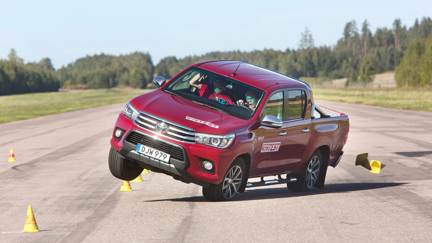 2016 Toyota Hilux moose test fail