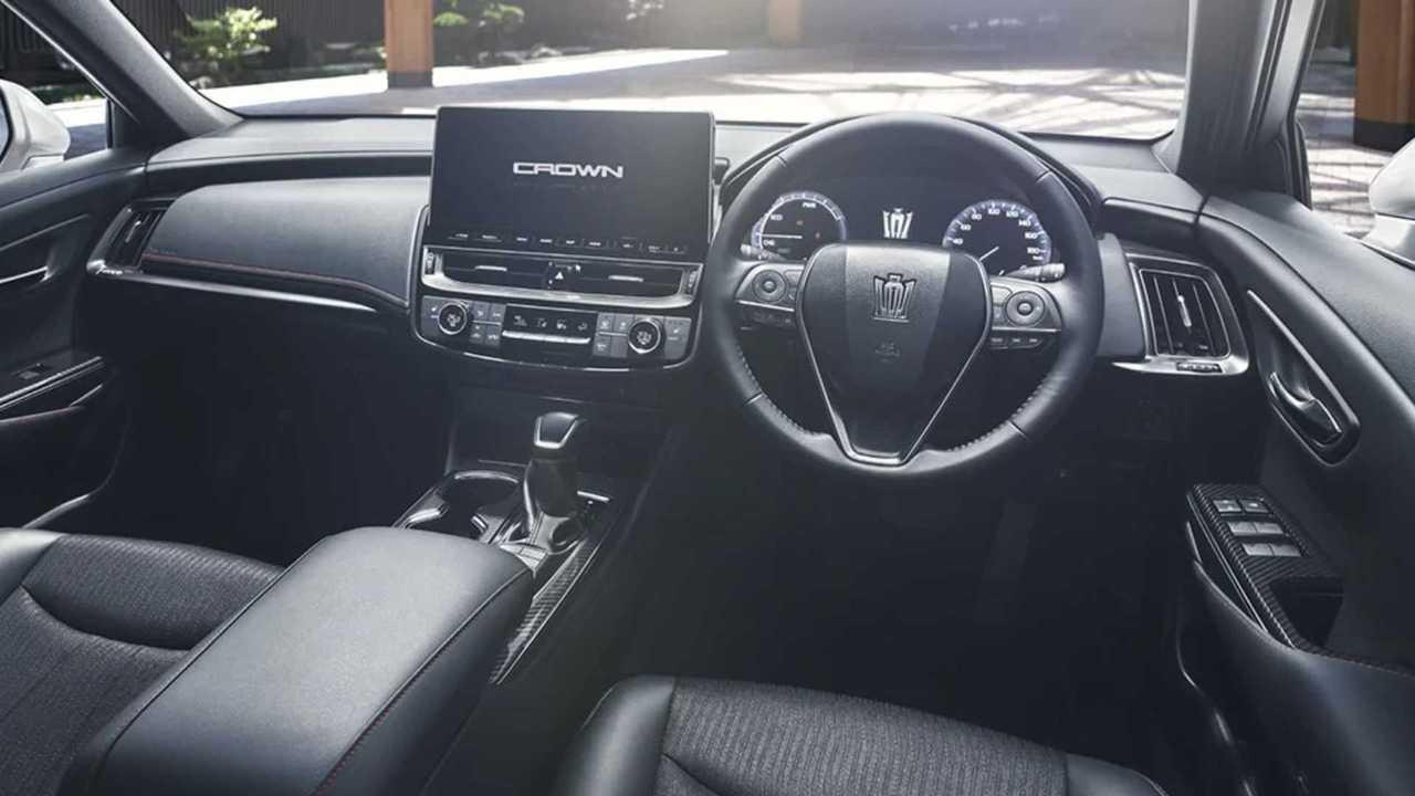Интерьер Toyota Crown (2020)