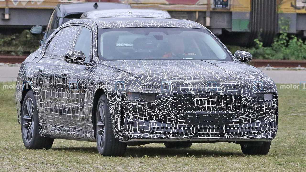BMW i7 spy photo