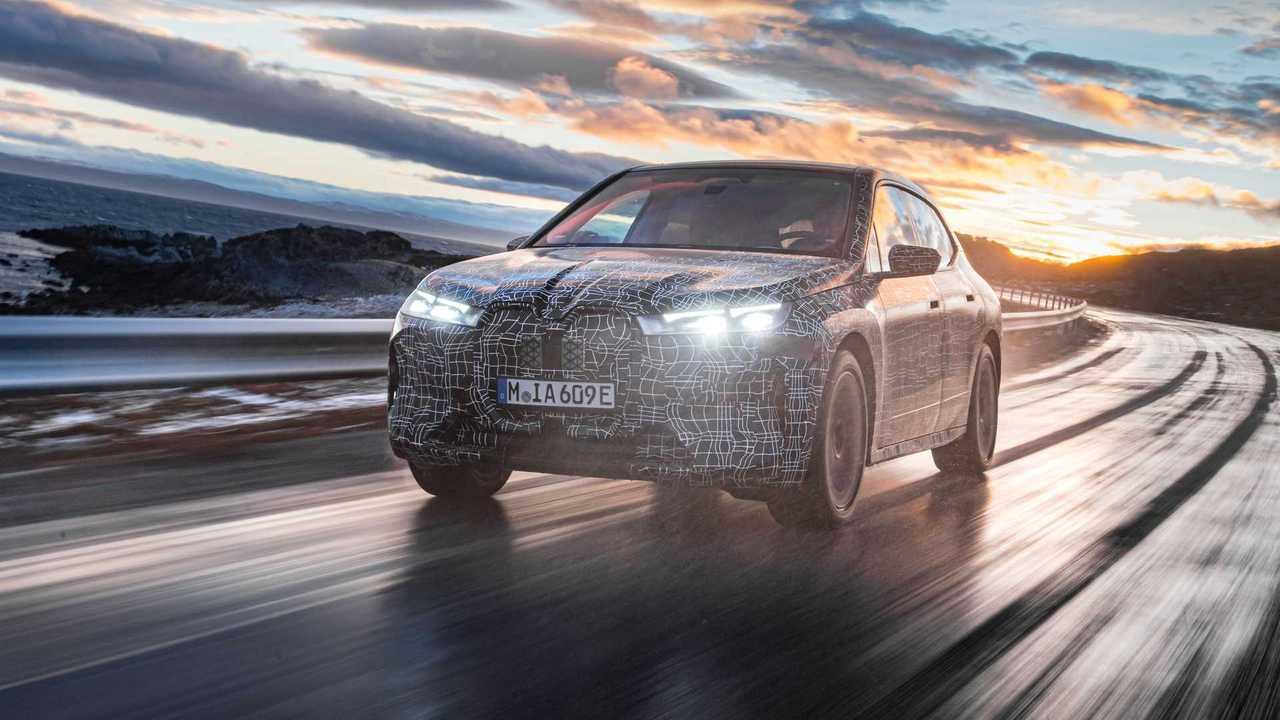 BMW iX em testes de inverno