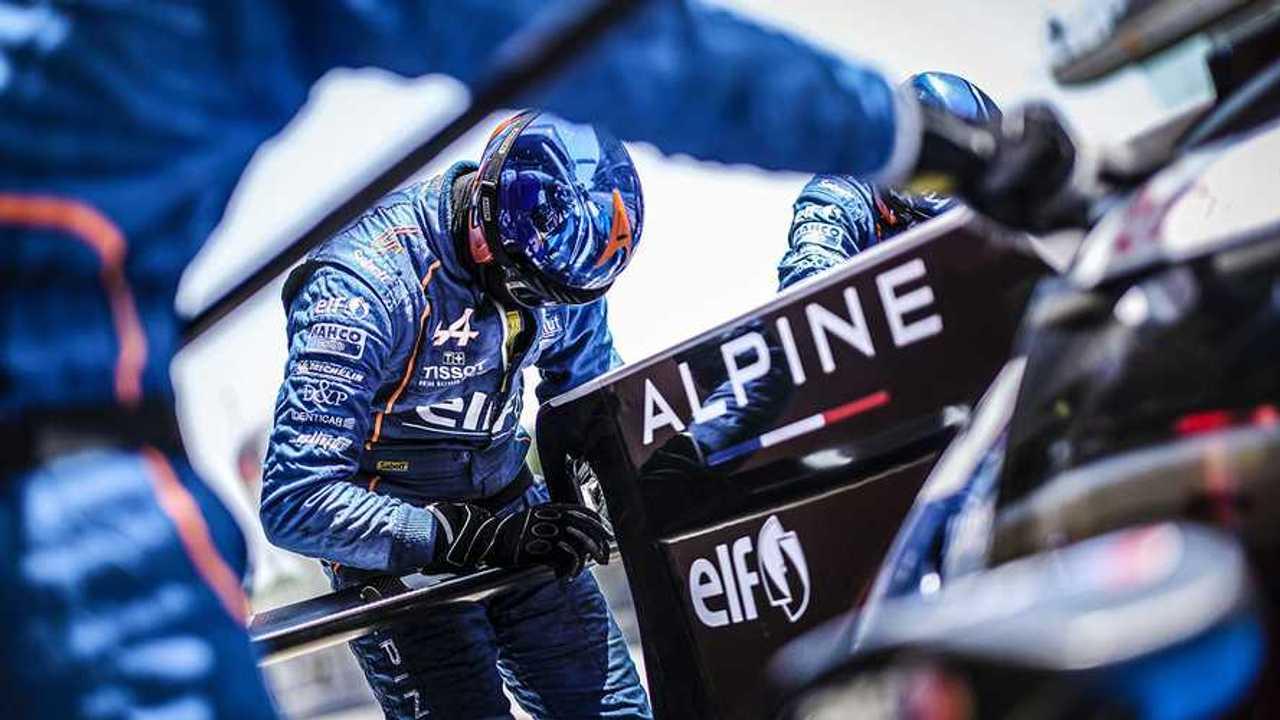 Signatech Alpine Alpine mechanics at work