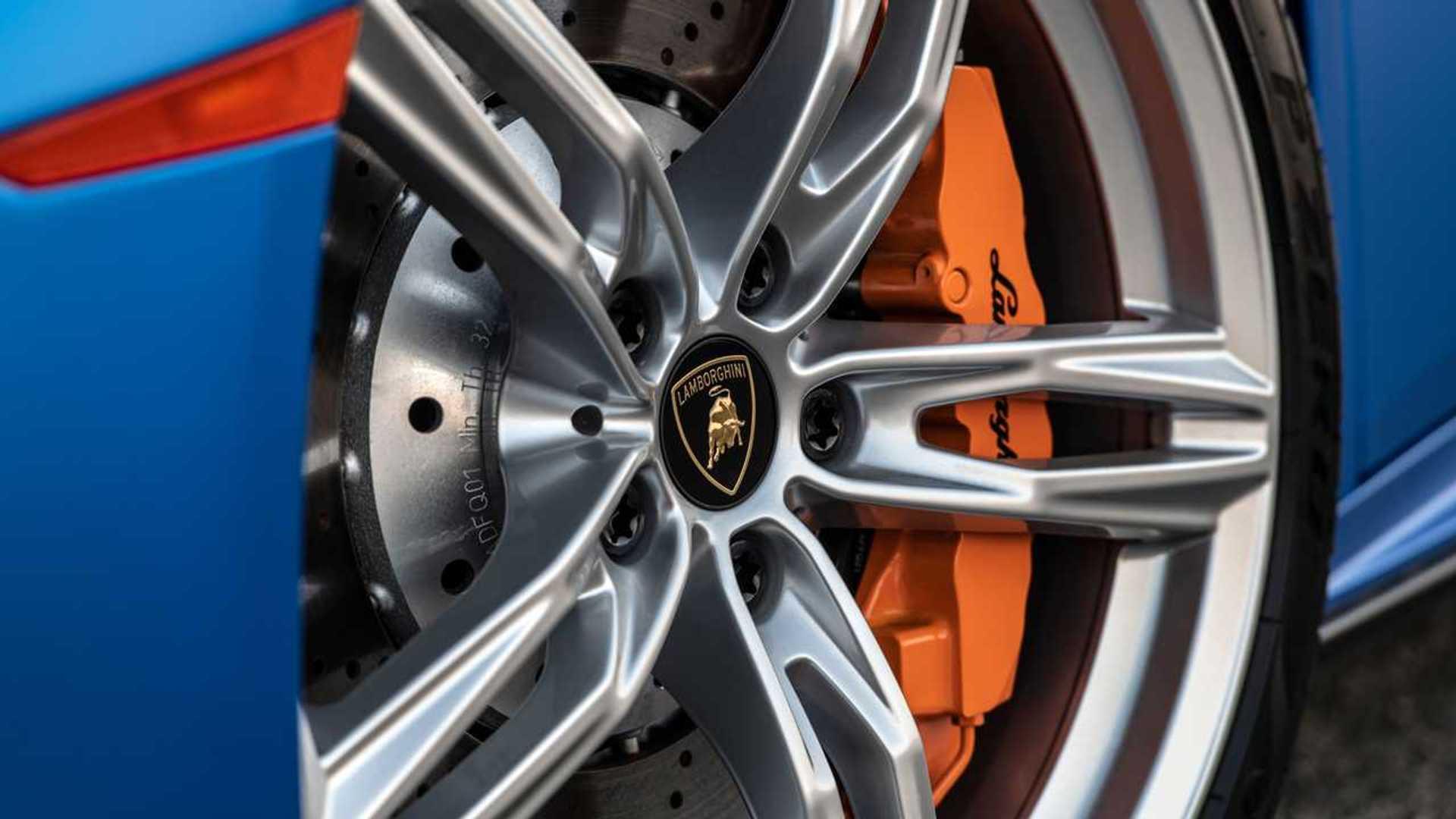 2020 Lamborghini Huracan Evo RWD wheel detail