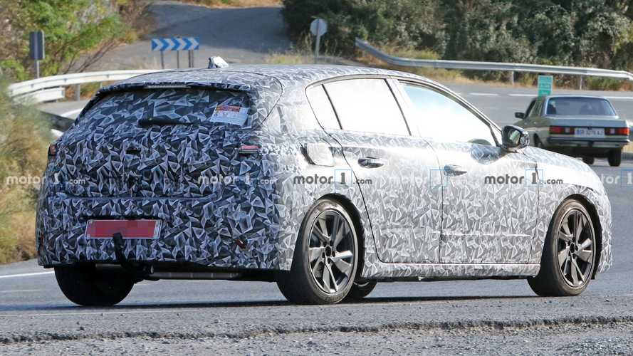All-new Peugeot 308 spied up close with production body