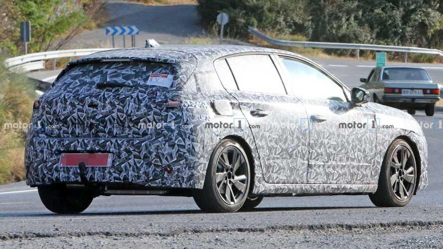 Flagra: Novo Peugeot 308 2022 pode gerar substituto do Fiat Tipo