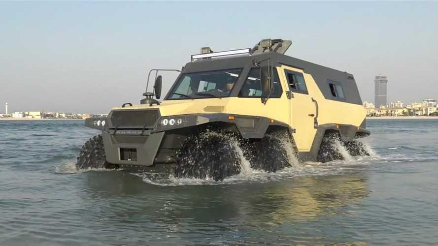 Avtoros Shaman 8x8 heads to the beach, doesn't mind getting a bit wet