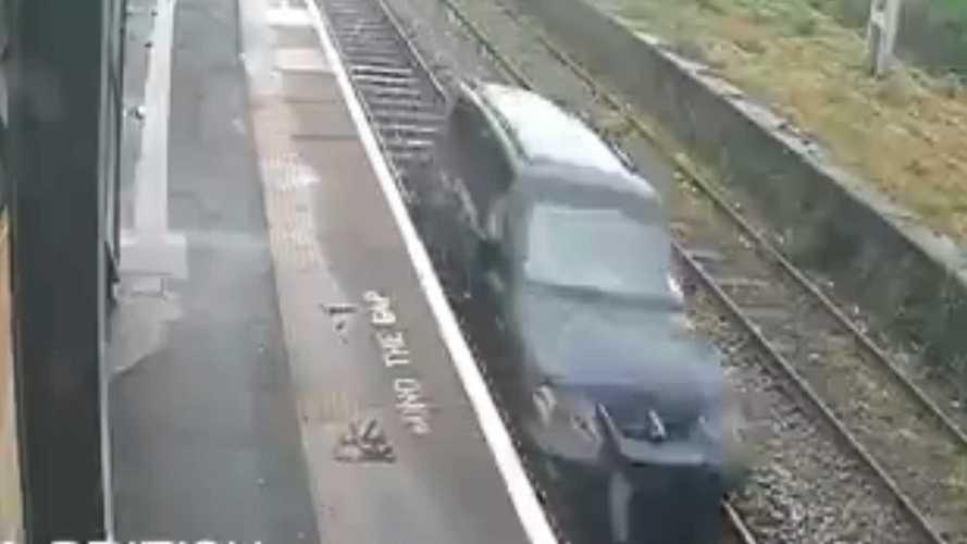 Vagy egy kilométert hajtott a síneken, börtönbüntetést kapott