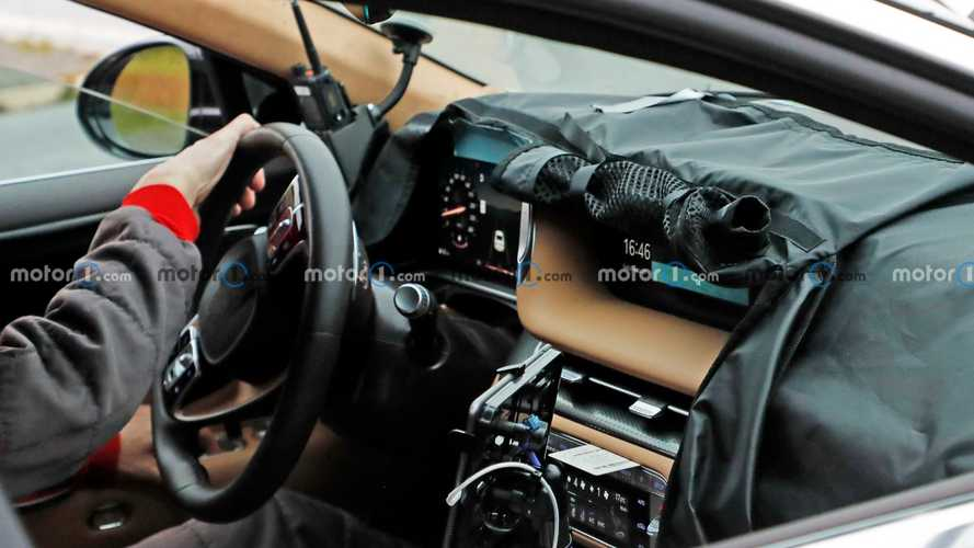 Genesis G90 spied showing off its high-tech interior