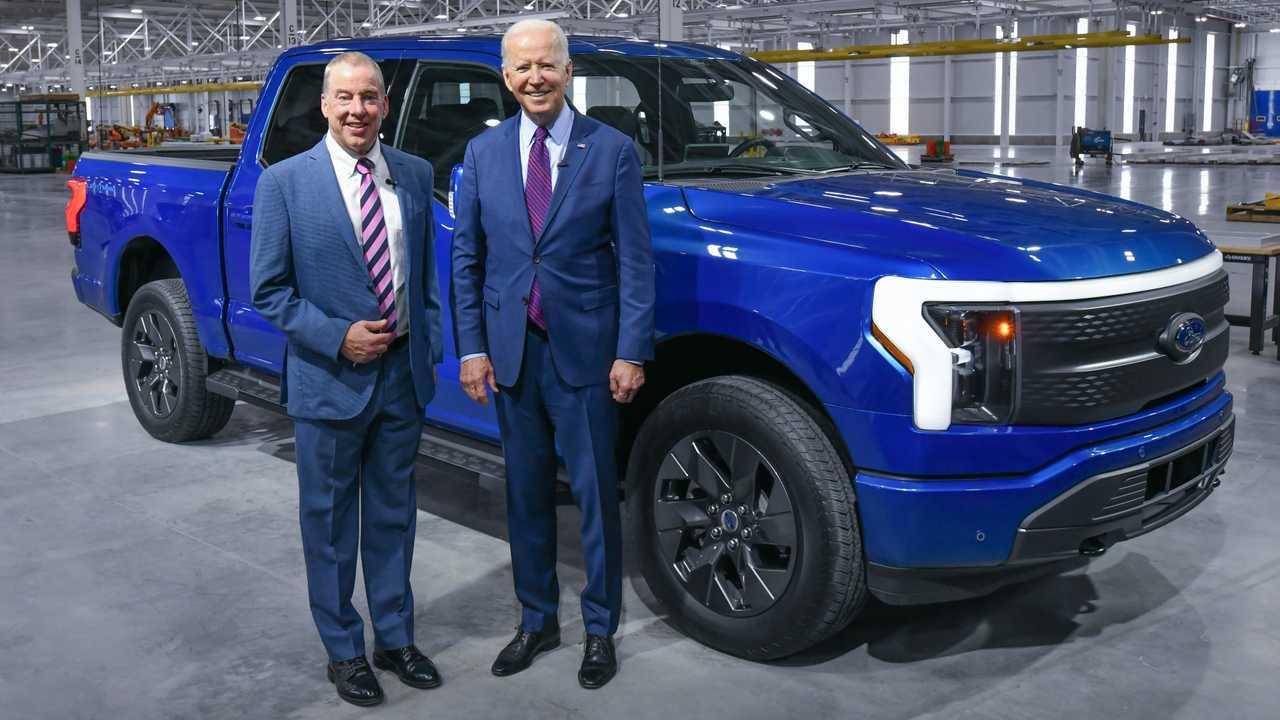 Bill Ford And Joe Biden With The 2022 Ford F-150 Lightning (source: Sam VarnHagen/Ford)