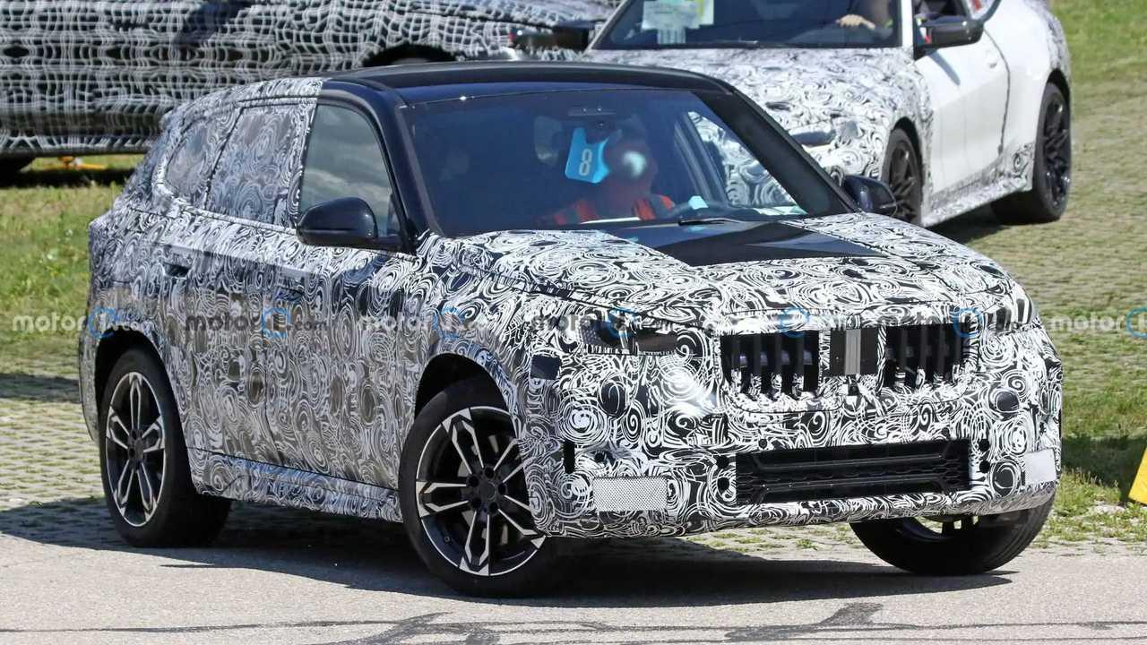 2022 BMW X1 új kém fotó (elöl)