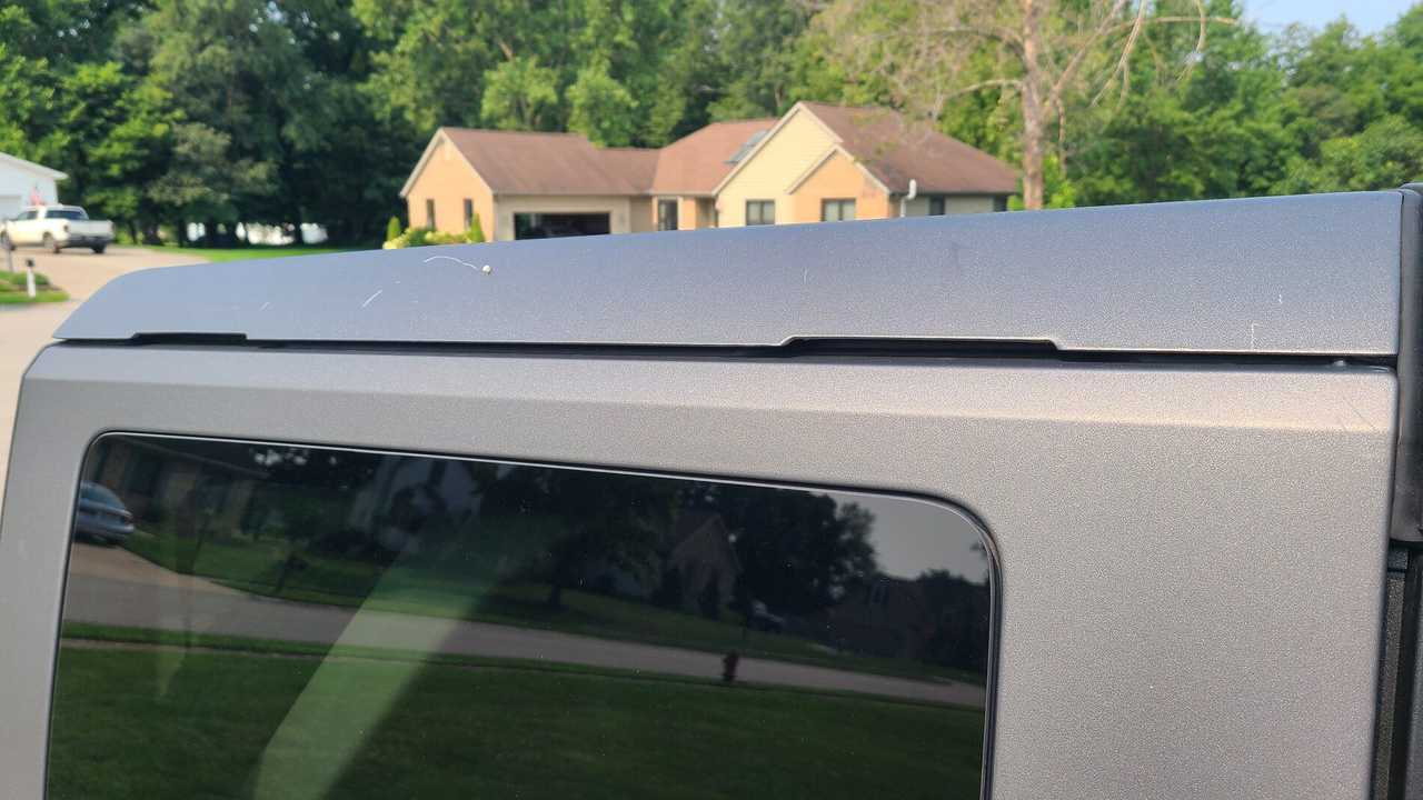 Tavan problemi yaşayan bir Ford Bronco