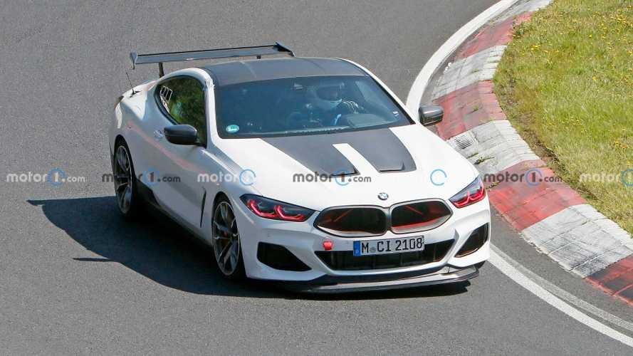 Зловещий BMW M8 с кровавыми глазами напугал всех на Нюрбургринге