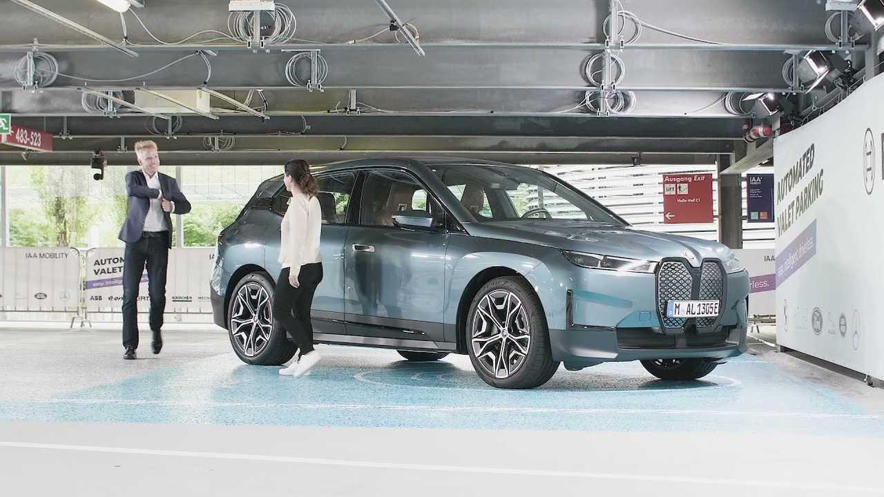 BMW iX guida autonoma