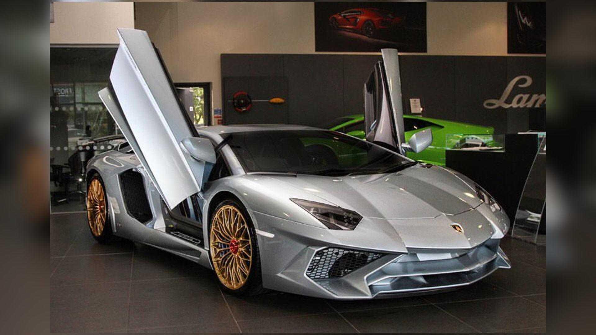 Lamborghini Aventador Spyder >> Final Lamborghini Aventador Sv Gets Porsche 918 Spyder Paint