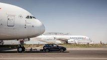 Porsche Cayenne bir Airbus A380'i çekti