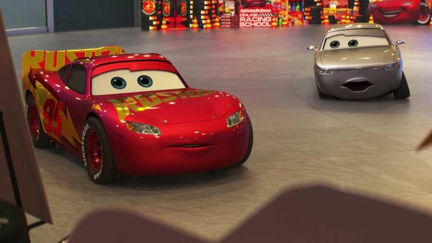 Cars 3'ün yeni fragmanında Şimşek McQueen emekli olmayı reddediyor