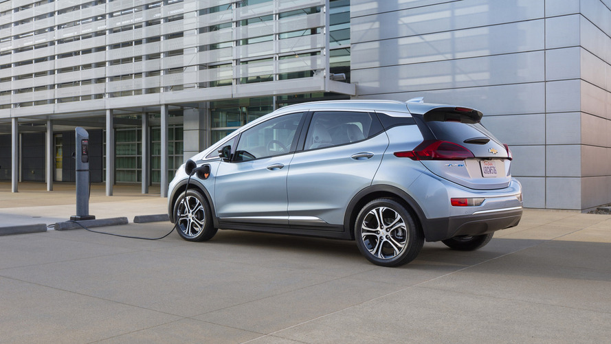 2017 Chevy Bolt offers regenerative braking via paddle