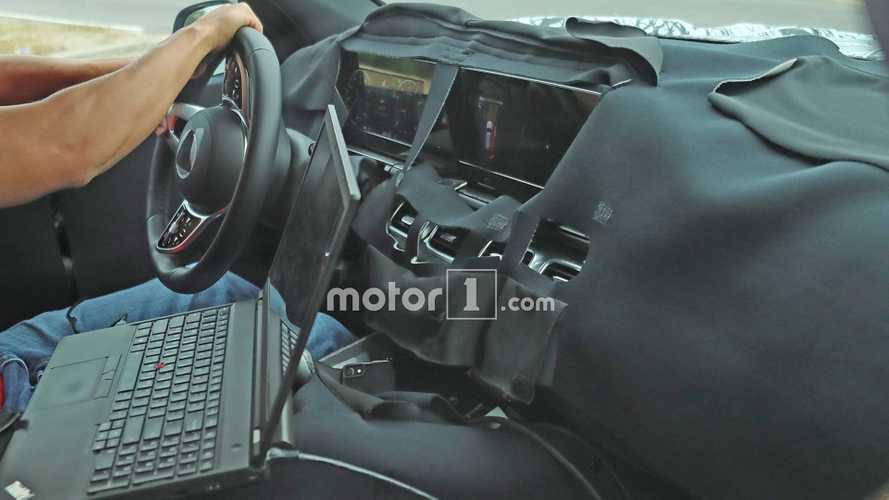 Yeni jenerasyon Mercedes GLS'nin kabini görüntülendi