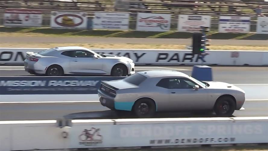 Challenger Hellcat And Camaro ZL1 Duke It Out In Drag Race