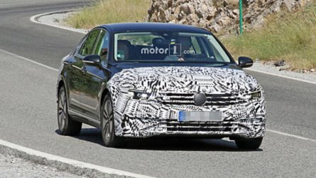 2019 VW Passat GTE Spied With Reworked Front Fascia