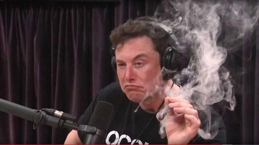 Elon Musk fume un joint en direct, l'action Tesla dévisse encore