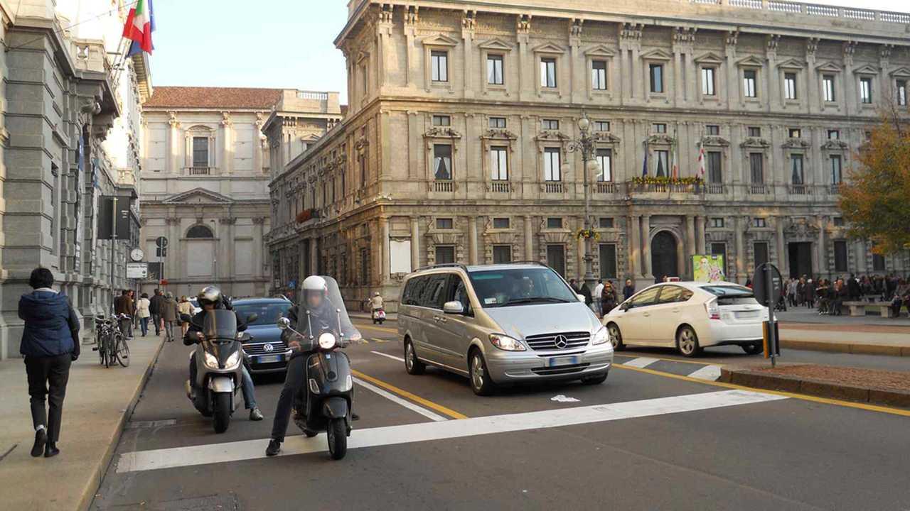 Copertina Blocco del traffico, Milano dice no alle deroghe ai poveri