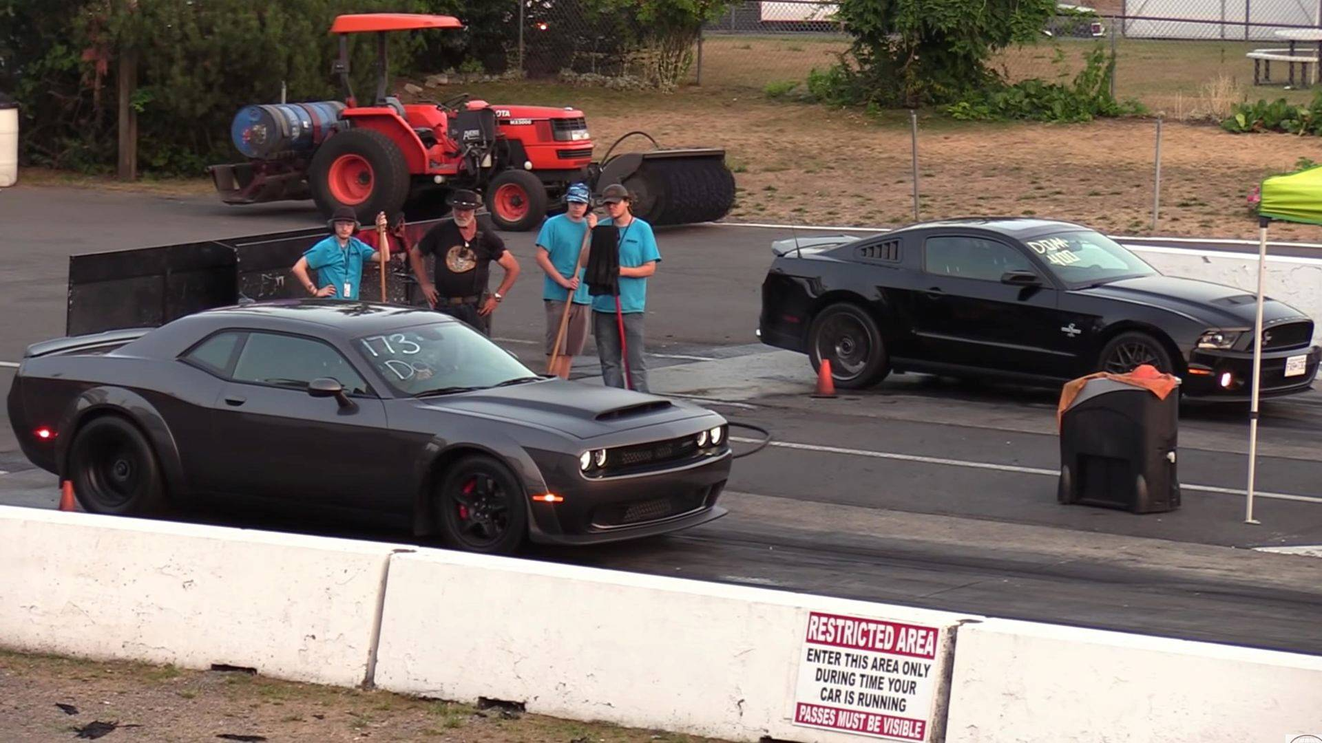 Watch How Old Ford Mustang Shelby Gt500 Performs Against A Demon