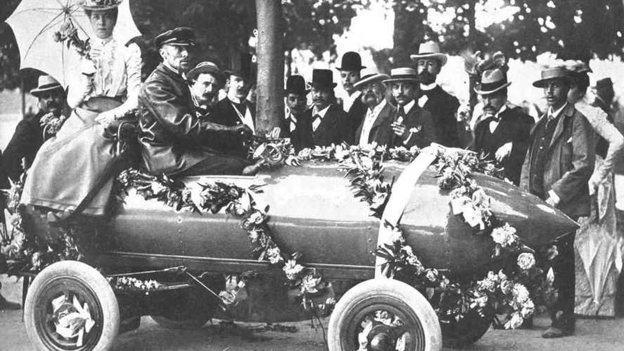 """Copertina Auto elettrica: 100 anni senza """"scossa"""""""