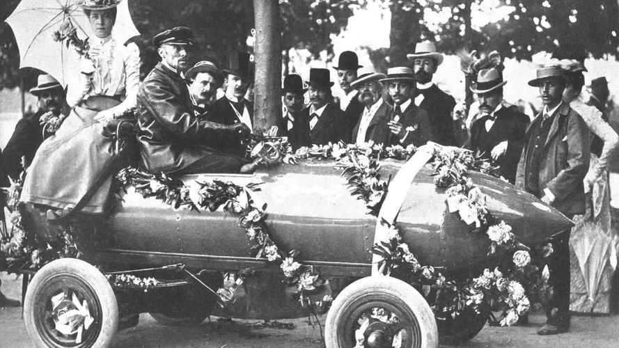 """Auto elettrica: 100 anni senza """"scossa"""", poi la rinascita"""