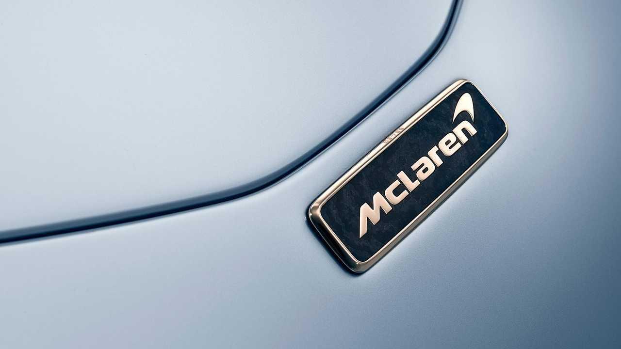 McLaren Speedtail, il logo in oro bianco a 18 carati