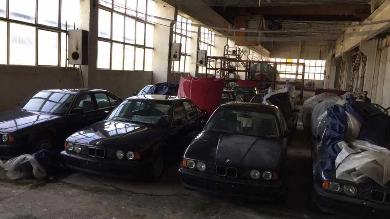 11 BMW Serie 5 (E34) encontrados en un almacén de Bulgaria