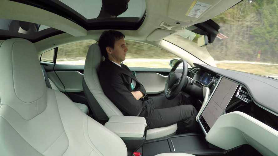 Россиян спросили о беспилотных автомобилях