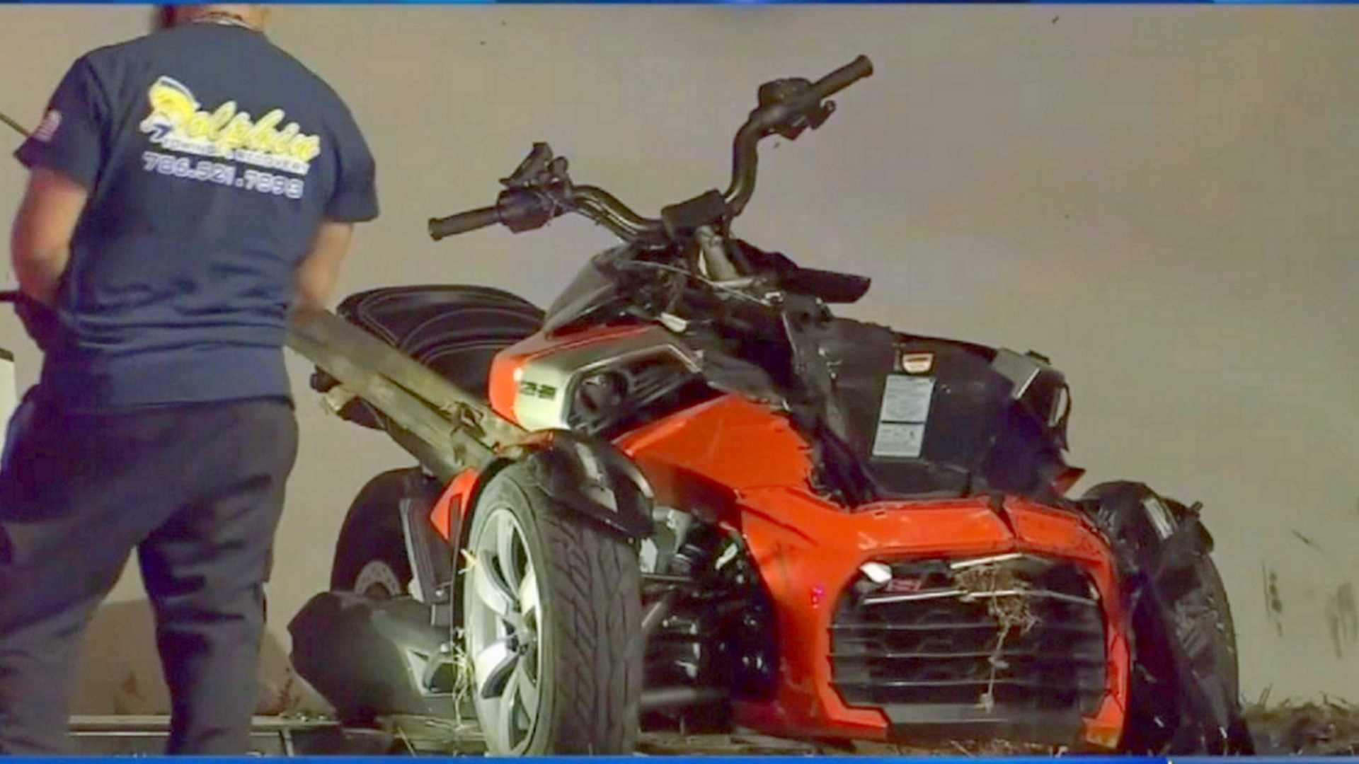 "[""Crashed Can-Am Spyder""]"
