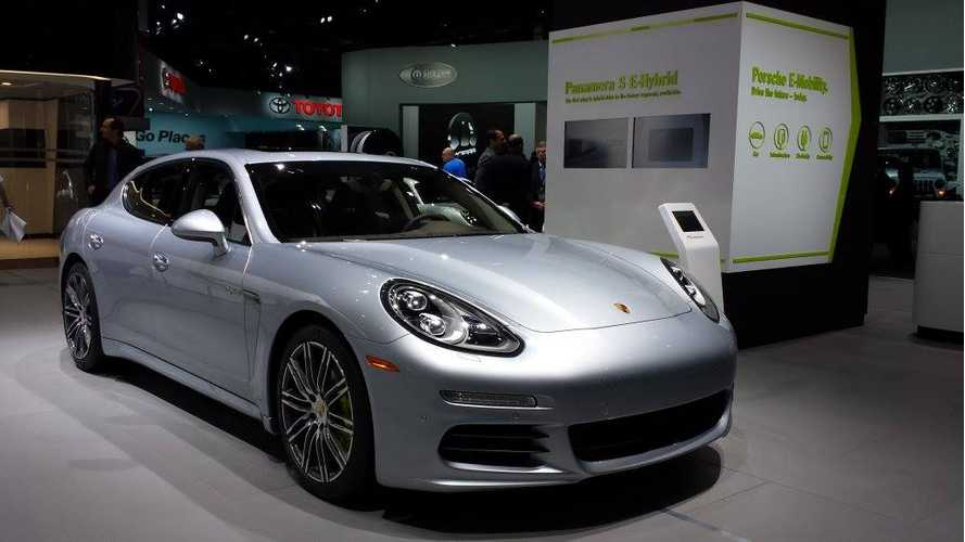 Porsche Panamera S E-Hybrid Turns Heads in Live Detroit Auto Show Reveal