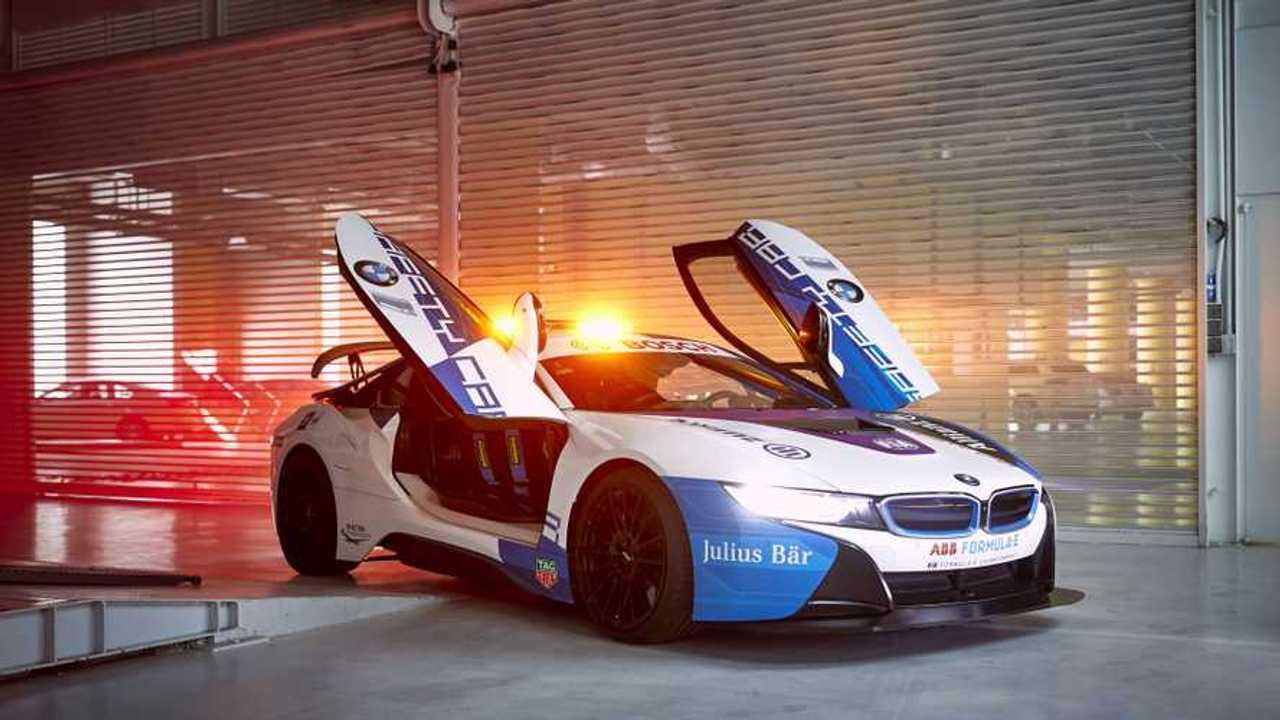 BMW i8 Coupe biztonsági autó