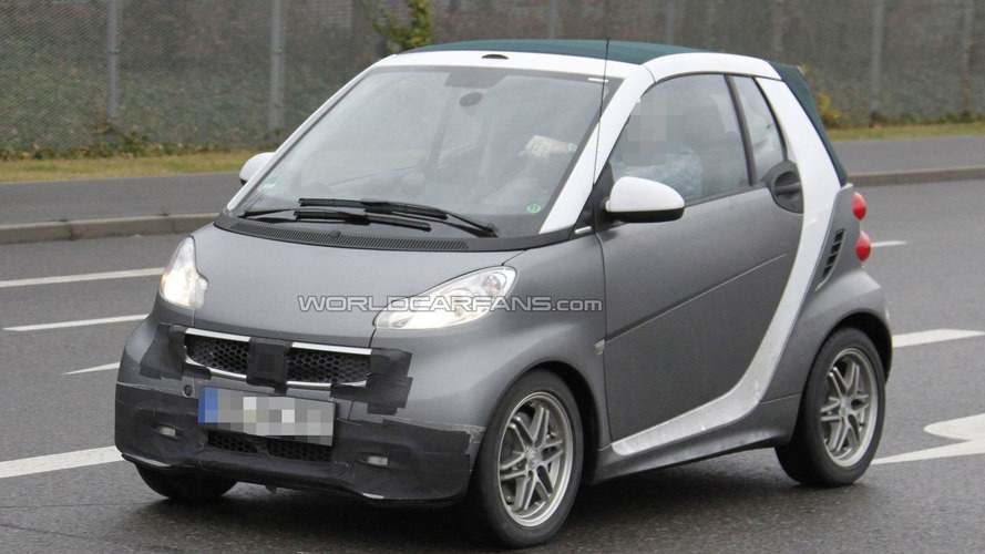 Smart fortwo second facelift spied
