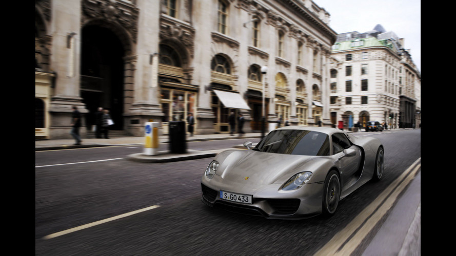 Porsche sfida Ferrari con l'8 cilindri