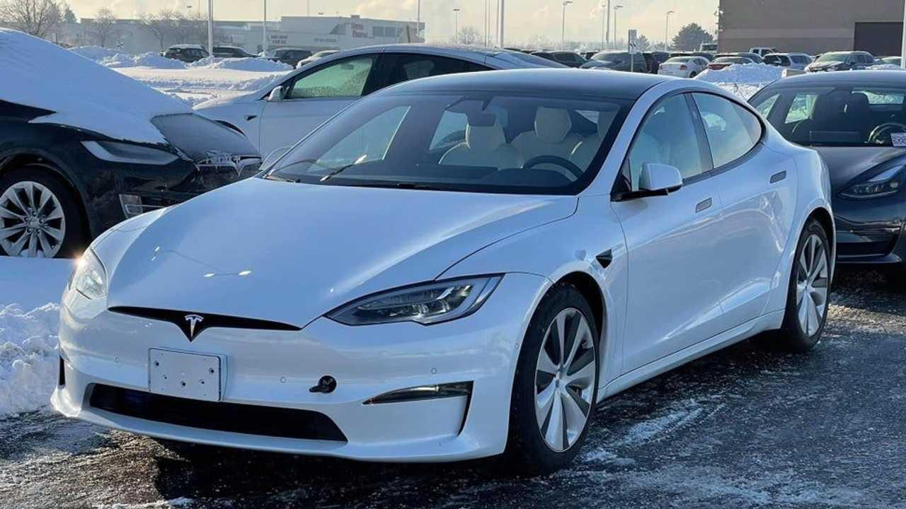 Spy shot of refreshed Tesla Model S exterior front three quarter