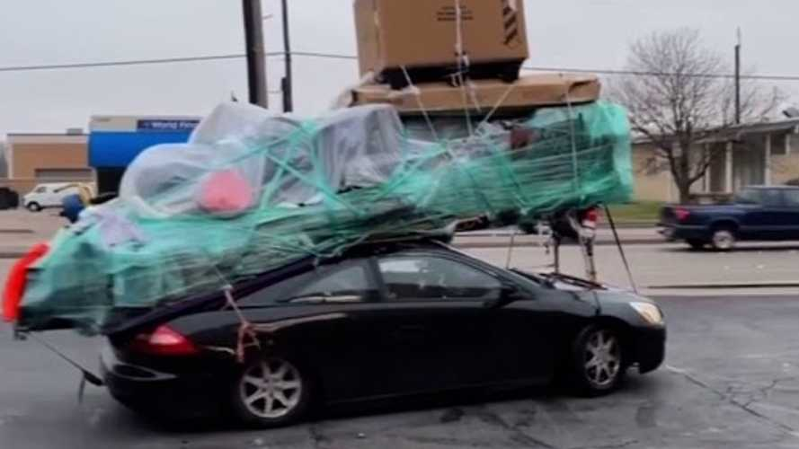 Honda with massive roof load is impressively dangerous