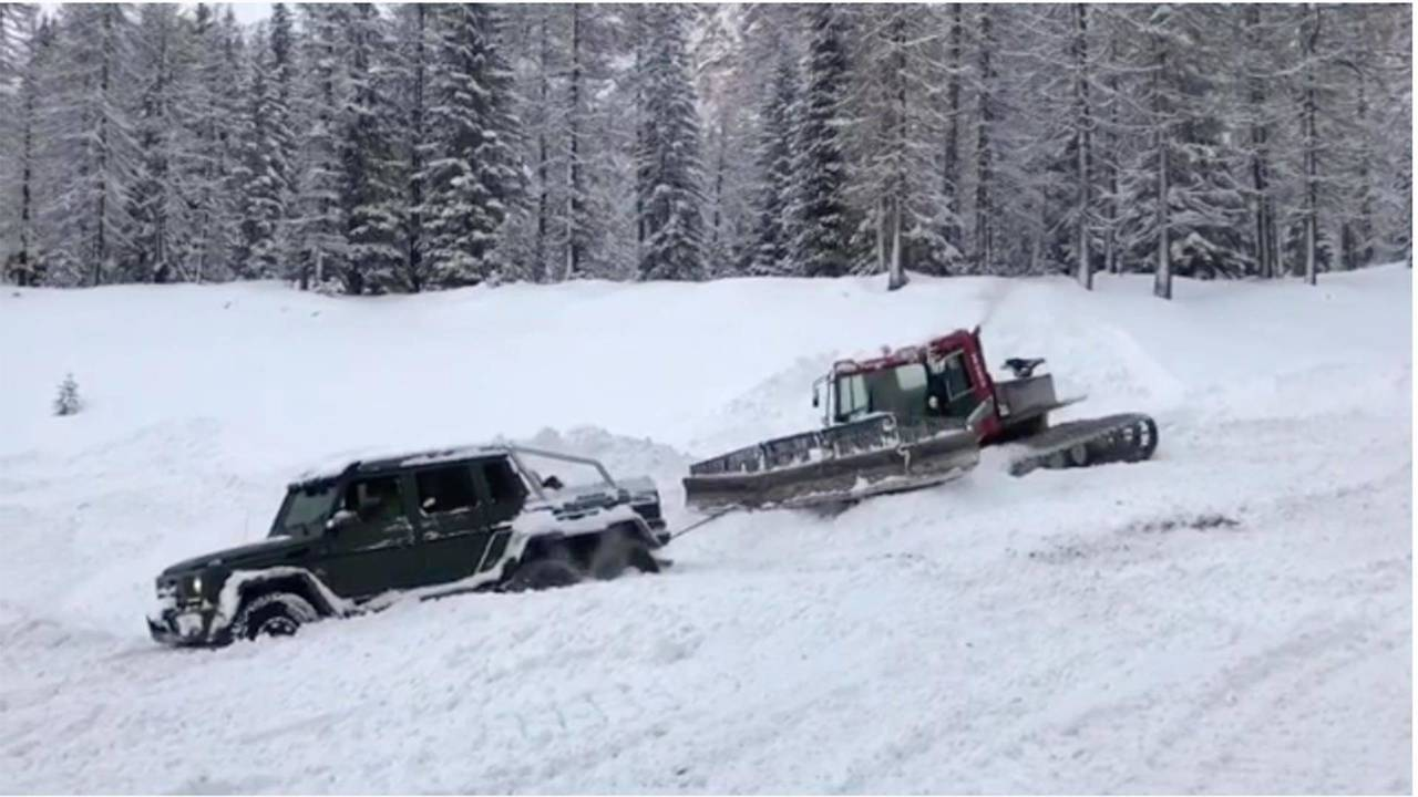 Stuck Mercedes-Benz G63 6x6