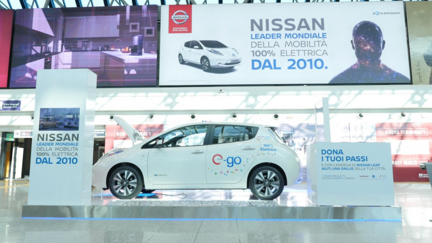 Una Nissan Leaf in aeroporto, serve da shuttle