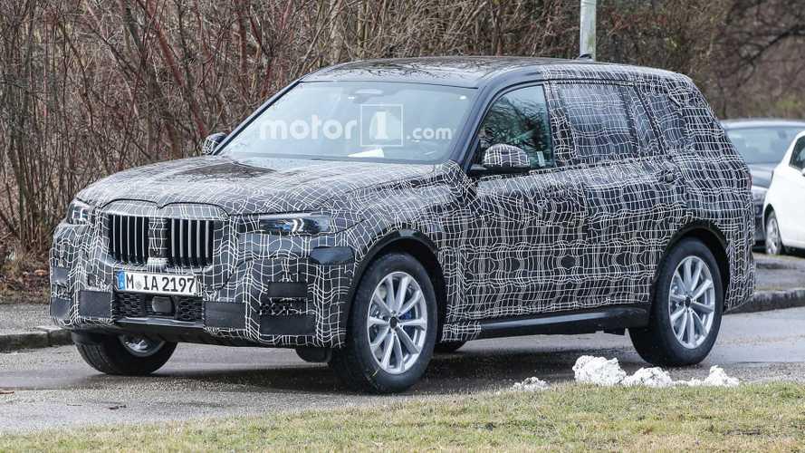 BMW X7 büyük böbrek ızgarasını sergilerken görüntülendi
