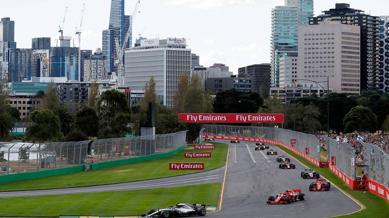 Vettel se beneficia de Safety Car e vence na Austrália