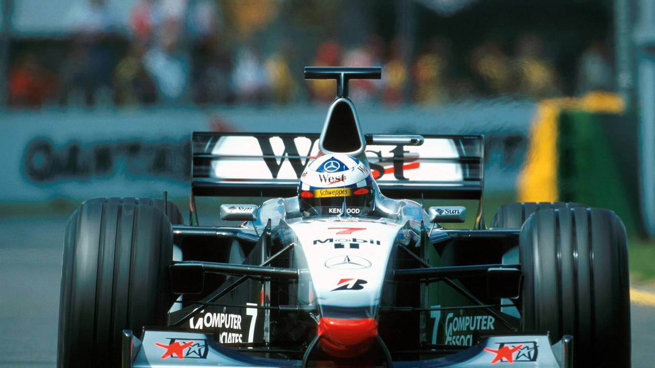 14. El McLaren Mercedes MP4/13 de F1