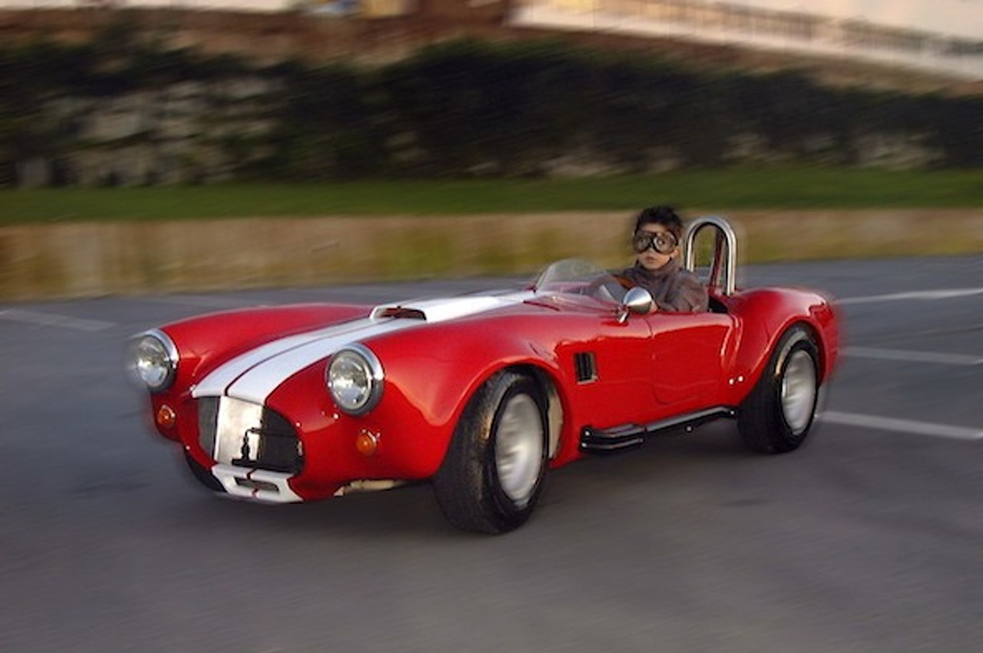 Kid-Sized Shelby Cobra Comes with 7 Horsepower and Swag for Days