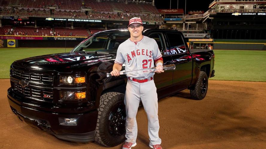 2015 MLB All-Star Game MVP receives Chevrolet Silverado Midnight Edition