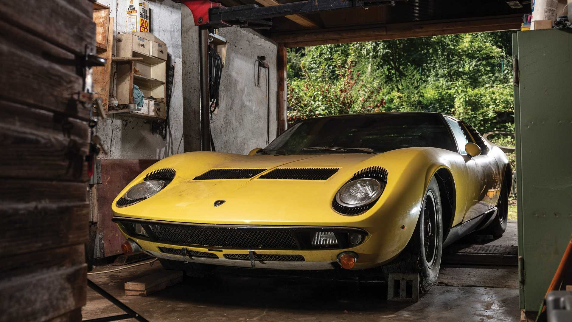 Une Lamborghini Miura dans son jus adjugée 1,45 million d'euros