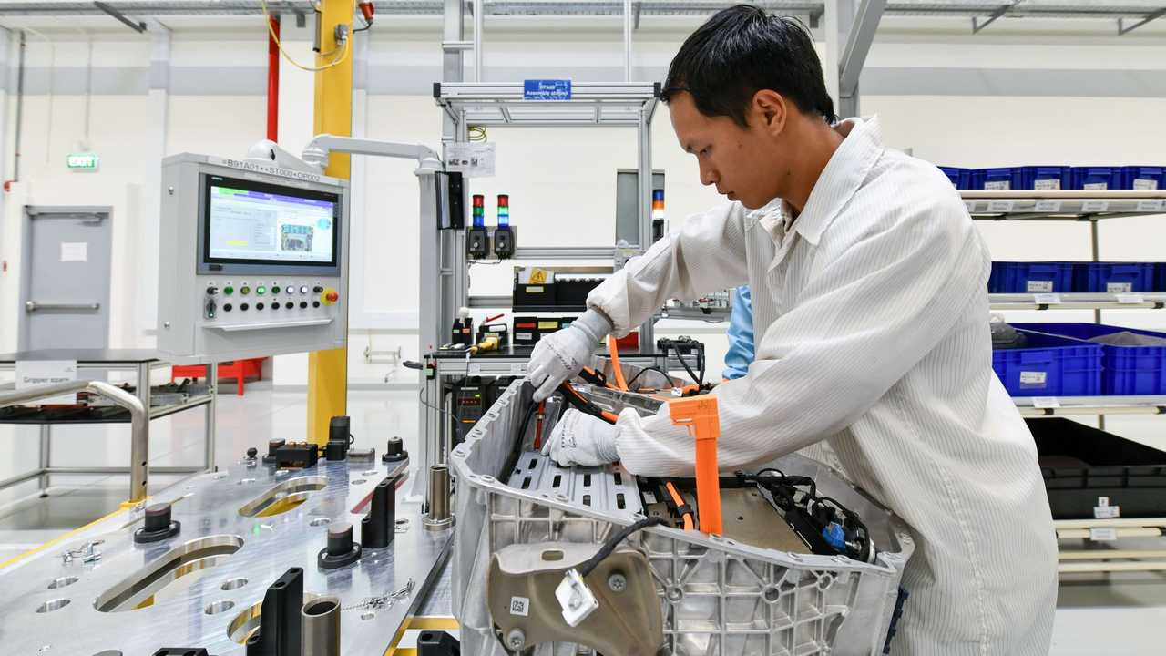 Production of high-voltage batteries at the Dräxlmaier plant for BMW Group plant Rayong, Thailand