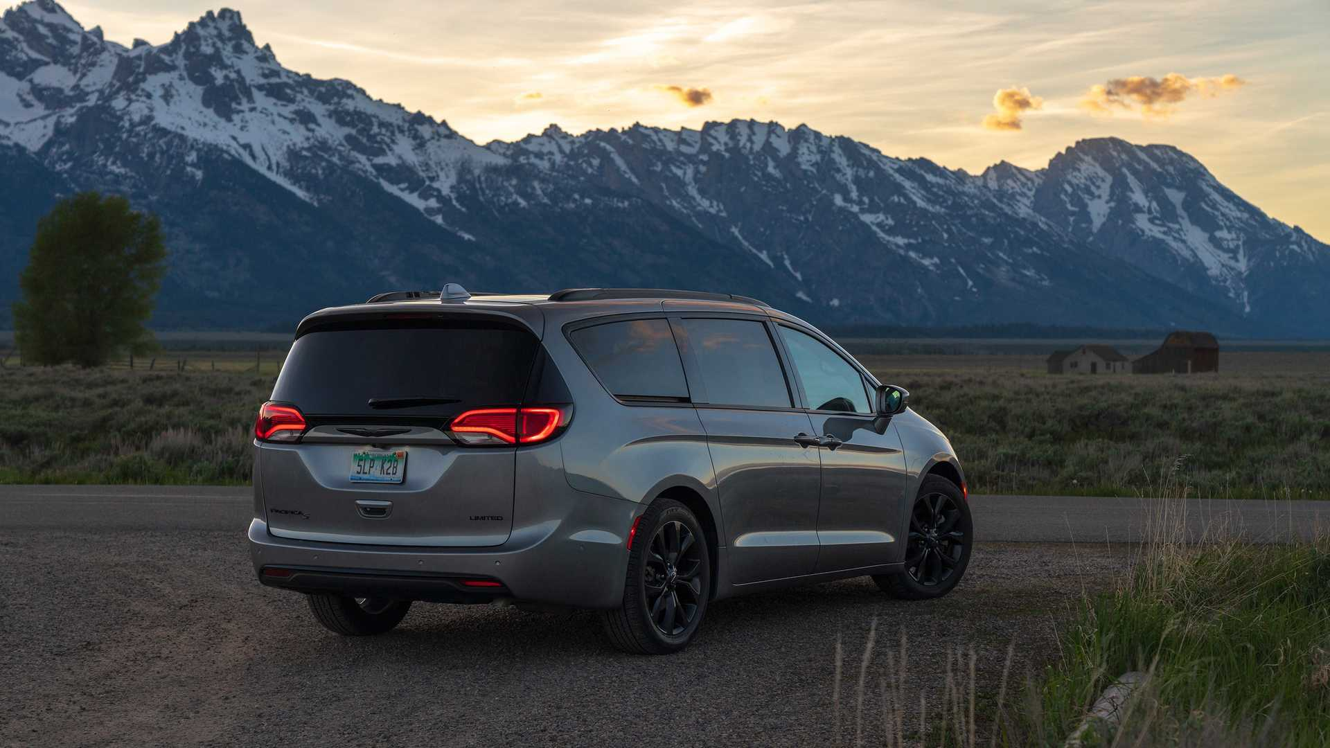 2017 - [Chrysler] Pacifica - Page 4 2020-chrysler-pacifica-red-s-edition